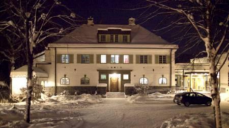 HER SKJEDDE PÅGRIPELSEN: Her utenfor Nansenskolen på Lillehammer ble Maria Amelie pågrepet av politiet. (Foto: Upsaker, Jørgen/Scanpix)
