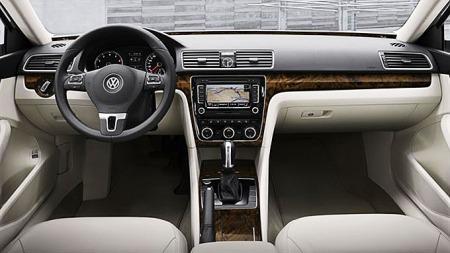Slik ser USA-Passaten ut innvendig, her kjenner vi igjen elementer fra flere VW-produkter.