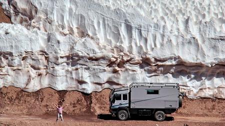 Dette er campingbilen du tar med deg når E18 blir for kjedelig. Foto: Action Mobil