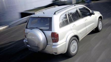 Toyota-RAV4_2003_i-fart
