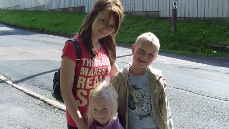 De tre barna til Linda Olsen har lært at penger ikke er det viktigste i livet. (Foto: Privat)