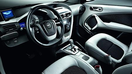 Aston Martin Cygnets interiør er håndsydd i eksklusive materialer, og skal ikke stå noe tilbake for produsentens øvrige modeller hva kvalitetsfølelse angår.
