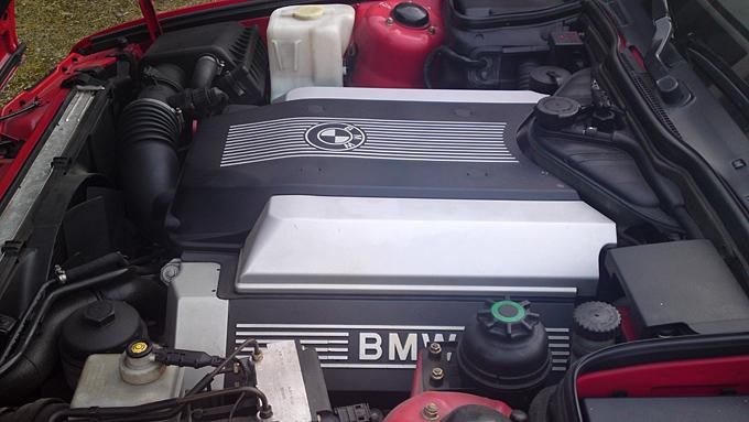 BMW var tidlig ute med deksler over motoren. Det var supergromt på 1990-tallet. Foto: Privat