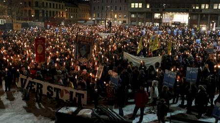 MINNET BENJAMIN: Fakkeltog i Oslo onsdag kveld i anledning 10-års   markeringen av drapet på Benjamin Hermansen fra Holmlia. (Foto: Junge,   Heiko/Scanpix)