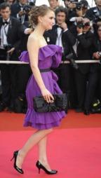 VOLANGER: Natalie Portman i en lilla Lanvin-kreasjon. (Foto: Montingelli/Catalano, ©ep)