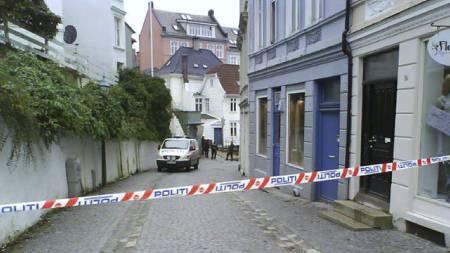 Politiet har sperret av en gate i Sandviken etter funne av en mistenkelig pakke. (Foto: Tipser-MMS til 02255/)