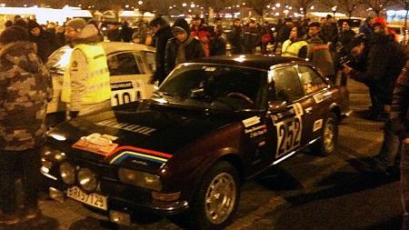 Rally Monte Carlo Historique er synonymt med folkefest i de byene løpet passerer. Gutta rekker å få med seg en del inntrykk under korte stopp, som her i Baden Homburg.