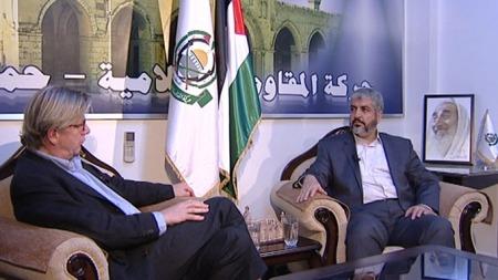 - SNAKKET MED STØRE: Topplederen i Hamas, Khaled Meshaal, bekrefter   overfor TV 2 at han har hatt flere samtaler med Jonas Gahr Støre. (Foto:   TV 2)