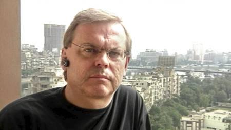 KNIVSTUKKET: Bilde fra film med Bert Sundström sin siste rapport   fra Kairo i Egypt under upprøret torsdag morgen. Journalisten er alvorlig   skadet og opereret for knivskader etter å ha blitt tatt til fange. (Foto:   SVT / HANDOUT //SCANPIX)