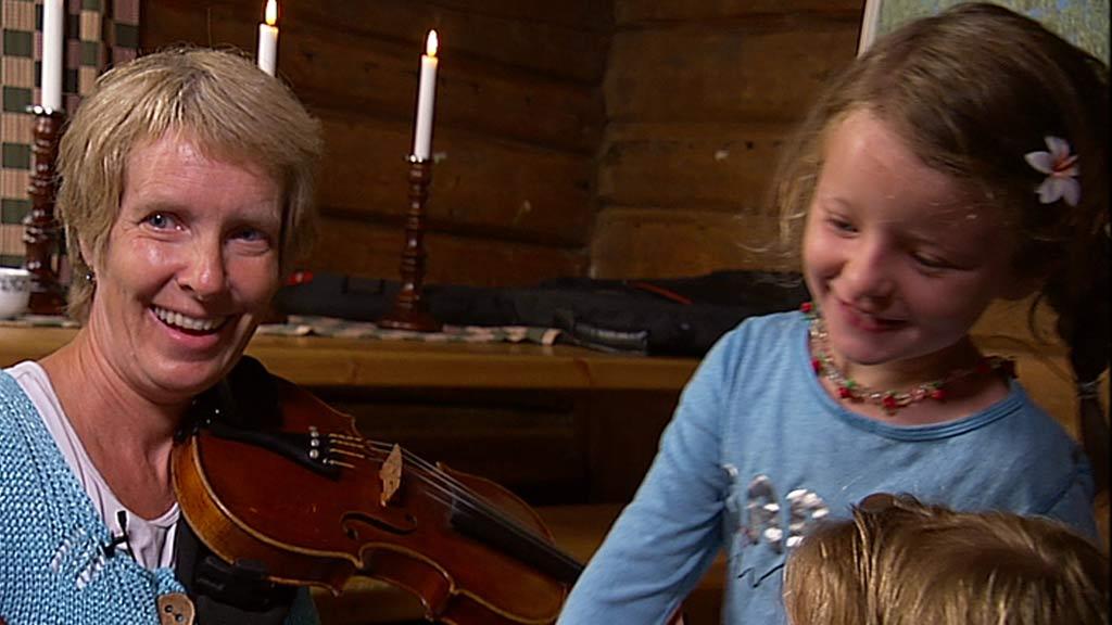 Musikkpedagog Bente Bogen og Sofia (5) (Foto: God morgen Norge)