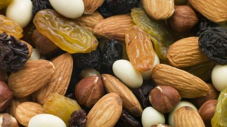 Helsedirektoratet anbefaler å spise nøtter daglig. Nøtter er energirike - og fetende.  (Foto: Illustrasjonsfoto)