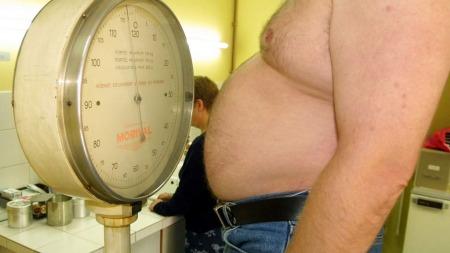 Nesten halvparten av befolkningen er enten overvektig, eller vil ned i vekt. For disse gjelder ikke alle Helsedirektoratets kostråd.  (Foto: Illustrasjonsfoto)