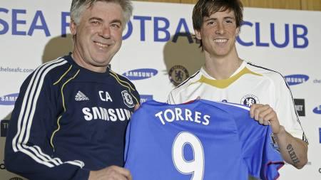 Carlo Ancelotti og Fernando Torres (Foto: CARL DE SOUZA/Afp)