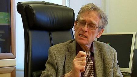 SKREMT: Direktør i Helsetilsynet, Lars E. Hanssen, er skremt over omfanget av feilbehandling ved norske sykehus, og vil nå ansvarliggjøre foretakenes styrer.  (Foto: TV 2)