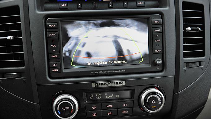 Ryggekamera er en glimrende oppfinnelse og vil spare deg for en del skraper når du parkerer svær bil. Foto: Egill J. Danielsen