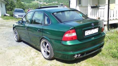 Opel-Vectra-bakfra (Foto: Privat)