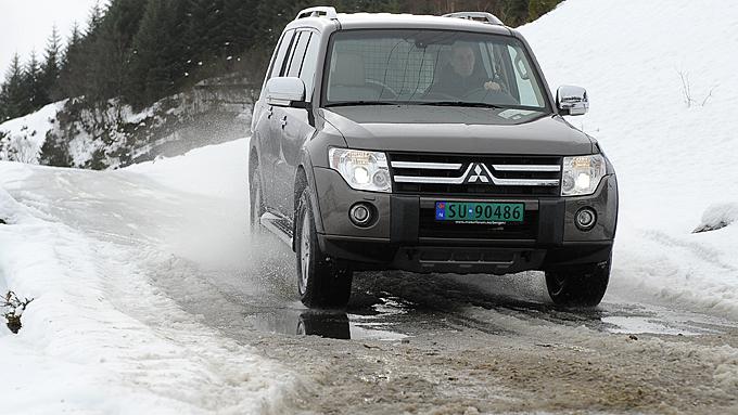 På dårlig vei er Pajero mest komfortabel av testbilene. Foto:   Egill J. Danielsen