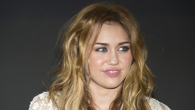 STALKER: En gal mann har den siste tiden trakkasert og stalket «Hanna Montana»-stjernen Miley Cyrus (Foto: GSR, ©la)