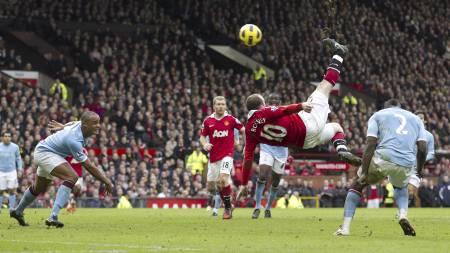 KAN MØTES PÅ NY: Wayne Rooneys fantastiske scoring mot Manchester City i februar. Nå kan City få revansj i FA Cupen ¿ men først må de slå Reading. (Foto: JON SUPER/Ap)