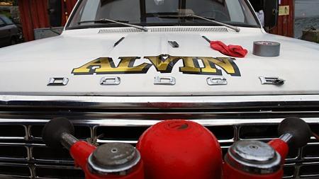 Brannbilen er døpt Alvin, oppkalt etter øyas rektor, som var den siste som måtte slukke et branntilløp på øya før brannbilen kom. Foto: Privat