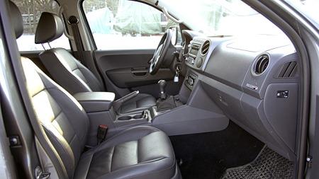 Førermiljøet i bilen er godt. Både sittestilling og setenes lår- og sidestøtte lever opp til god VW-tradisjon. (Foto: Tore Robert Klerud)