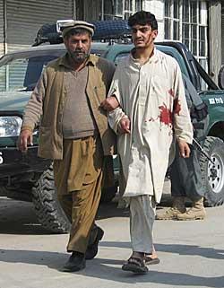 Jalalabad bankran såret (Foto: Reuters)
