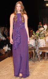 HALTERNECK: Fotside og feminine kjoler er Leila Hafzis varemerke.