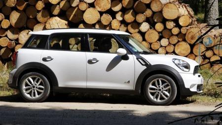 Mini har ikke kapasitet til å produsere Countryman på fabrikken   i England, den kommer derfor fra Østerrike. Og med flere andre modeller   på gang, trenger man rett og slett større produksjonskapasitet.