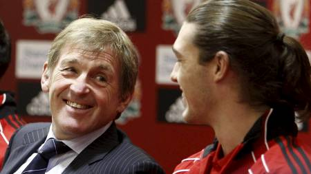 Kenny Dalglish og Andy Carroll. (Foto: Peter Byrne/Pa Photos)