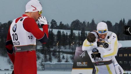 FÅR HAN REVANSJ? Emil Jönsson gratulerer Marcus Hellner med gull på VM-sprinten, mens Petter Northug måtte ta til takke med sølv. (Foto: Larsen, Håkon Mosvold/SCANPIX)