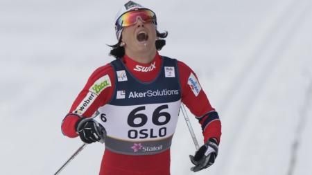 GULLJENTE: Marit Bjørgen går i mål på 10 kilometeren. (Foto: Cornelius Poppe)