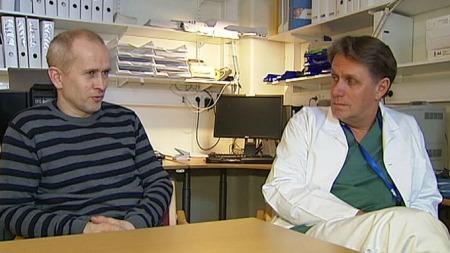 FORTVILER: Tillitsvalgte Harald Baardseth og Tom Henri Hansen mener høye lederlønninger er årsak til underskuddet.   (Foto: TV 2)