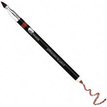 DEFINERER: Lip liner med en vannfast formel som  skal definere (kr 199 Makeupmekka.no).