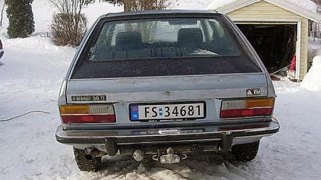 De fleste biler rustet på 70-tallet. Renault var intet unntak. Denne bilen, som ser ut til å ha vært solgt ny i Hedmark, har imidlertid unngått den helt store stålmark-invasjonen. Foto: Privat
