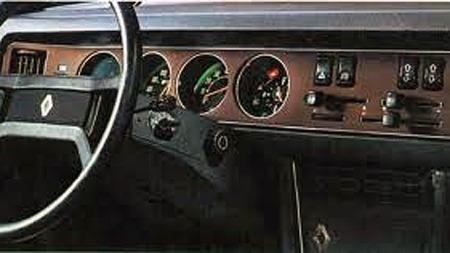 Brosjyrefoto av interiøret i en Renault 30. Både stramt og luksuriøst sammenlignet med 60-tallskonstruksjonen Renault 16.