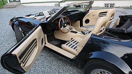 Interiøret i Anders bil skiller seg litt fra TV-bilen. I den mener vi å huske at dashboardet og setene var mer standard Corvette, om enn i typisk tofarget