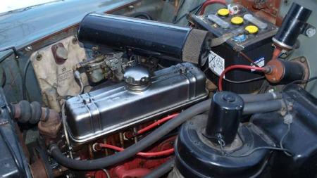 Fra 1958 til 1961 hadde 544 en B16-motor på 60 HK. I 1961 ble denne erstattet av den nye B18-motoren. Takket være det Kjell beskriver som en flink «fastlege» på Bilitt, er Kjells PV i god form, selv om den snart har rullet 300.000 kilometer.  (Foto: Dag Skoglund)