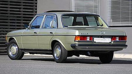 881 Silberdistel var en populær Mercedes-farge rundt midten av 80-tallet. At de originale kapslene i samme farge også er på plass er sjeldent - aluminiumsfelger ble stadig mer vanlig. Foto: Sportwagen AS