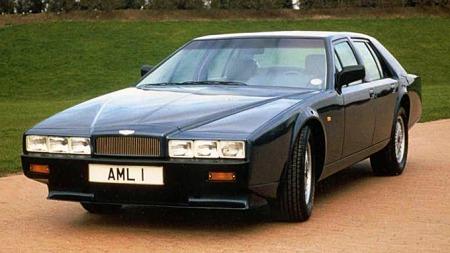 Sist Lagonda-navnet var aktivt i bruk var på den ultimate Aston Martin-sedanen som ble produsert mellom 1976 og 1989. Den var like kompromissløst vakker som den var teknisk avansert - OG notorisk upålitelig. Her en serie 4 fra perioden 1987-1989. Foto: Netcarshow.com