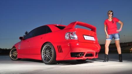 Malin har funnet drømmebilen. Men kunne også tenkt seg en Corvette. (Foto:                                 Camilla Smistad Tofterå )