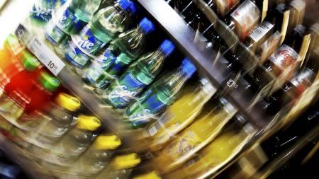MINDRE BRUS: Vi kjøper mindre brus og øl her i landet. Avgiftsnivået i Norge må ta mye av skylden, mener Bryggeri- og Drikkevareforeningen. (Foto: Kallestad, Gorm/SCANPIX)