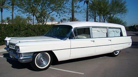 Denne 1964 Cadillacen, ombygget av velrenommerte Miller-Meteor i Ohio, fraktet president Kennedys kiste samt presidentfruen fra sykehuset i Dallas og til presidentflyet den triste novemberdagen i 1963. Men ingen har så langt bladd opp halvannen million dollar for den. Foto: eBay