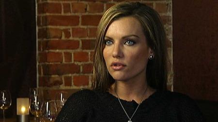 STØRRE ALKOHOLFORBRUK: Det drikkes oftere alkohol i jobbsammenheng nå enn før, sier psykologspesialist Cecilie Schou Andreassen. (Foto: TV 2)