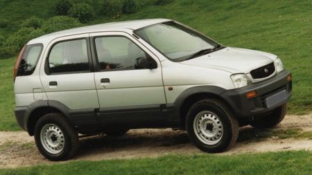 Mindre en 1,5 meter bred. Terios var en av de mest nøkterne   terrengbilene du kunne kjøpe.