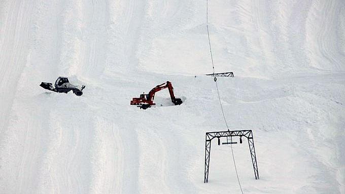Mastene flyttes opp i takt med at snødybden øker. (Foto: Jan Petter Svendal)