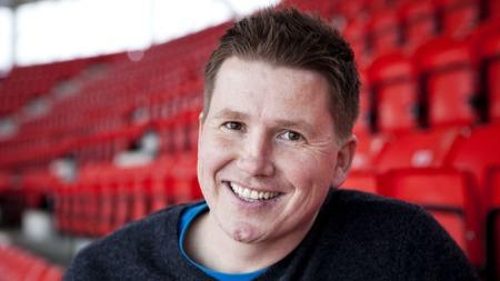 TV   2s fotballkommentator Kasper Wikestad.