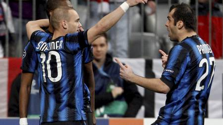 Samuel Eto'o, Wesley Sneijder og Goran Pandev (Foto: MICHAELA REHLE/Reuters)