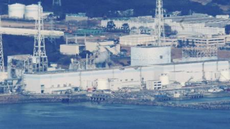 ATOMKARFTVERKET: Reaktor 1-4 ved Fukushima Daiichi, frå høgre   mot venstre. (Foto: KYODO/Reuters)