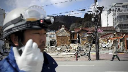 HARDT RAMMET: Mannen ble funnet her i Kesennuma, en av byene som ble hardest rammet av jordskjelvet og den poåfølgende tsunamien. (Foto: PHILIPPE LOPEZ/Afp)