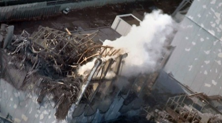 FORTSATT FARE: Bildet viser skadene på reaktor nummer tre på Fukushima-kraftverket torsdag. (Foto: AFP)